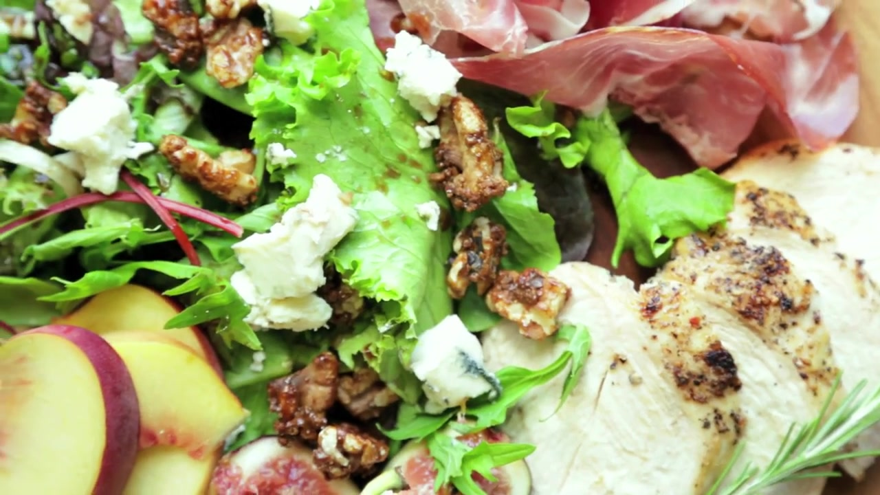 How to Make Fig and Peach Salad with Prosciutto and Balsamic Vinaigrette
