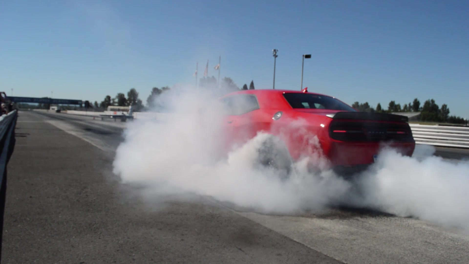 2015 Dodge Challenger SRT Hellcat Burnout | Autoblog Short Cuts