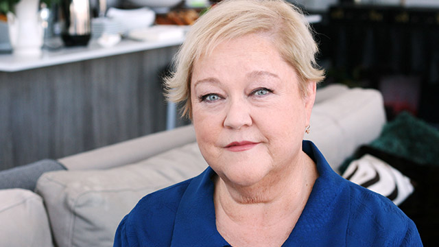 5542c8fee4b042cdf5f005d2_cv1 check out what mimi from 'the drew carey show' looks like now