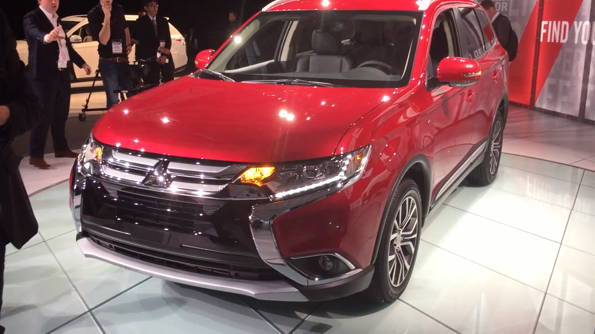 2016 Mitsubishi Outlander Walkaround | 2015 NYIAS | Autoblog Short Cuts