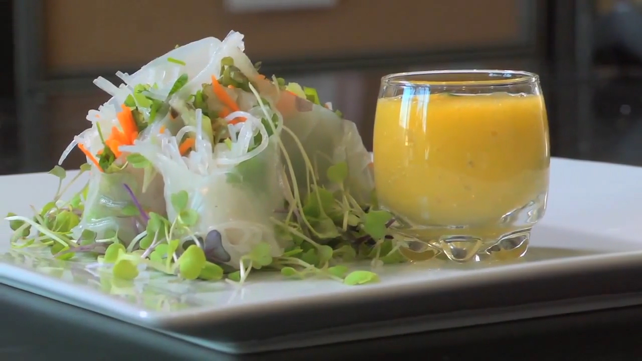 How to Make Shrimp Spring Rolls With Mango Basil Dipping Sauce