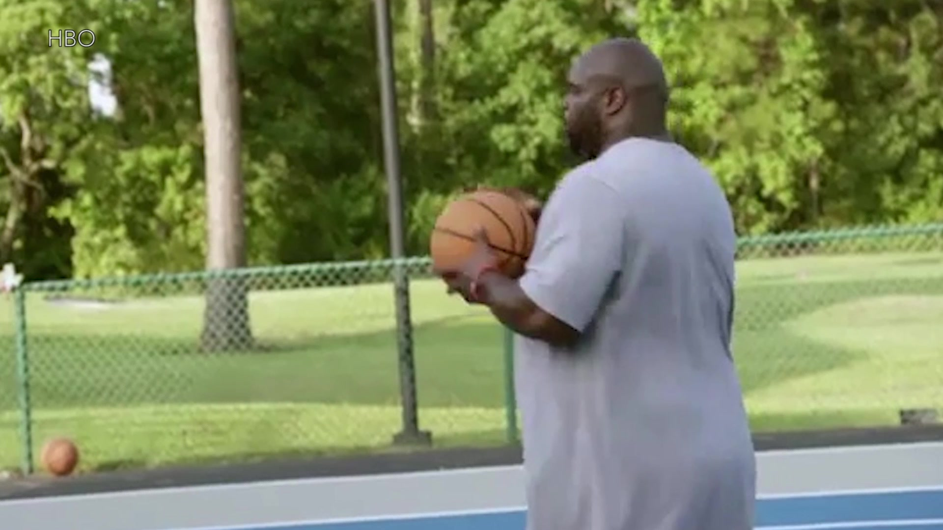 325-Pound Vince Wilfork Dominates Pickup Basketball
