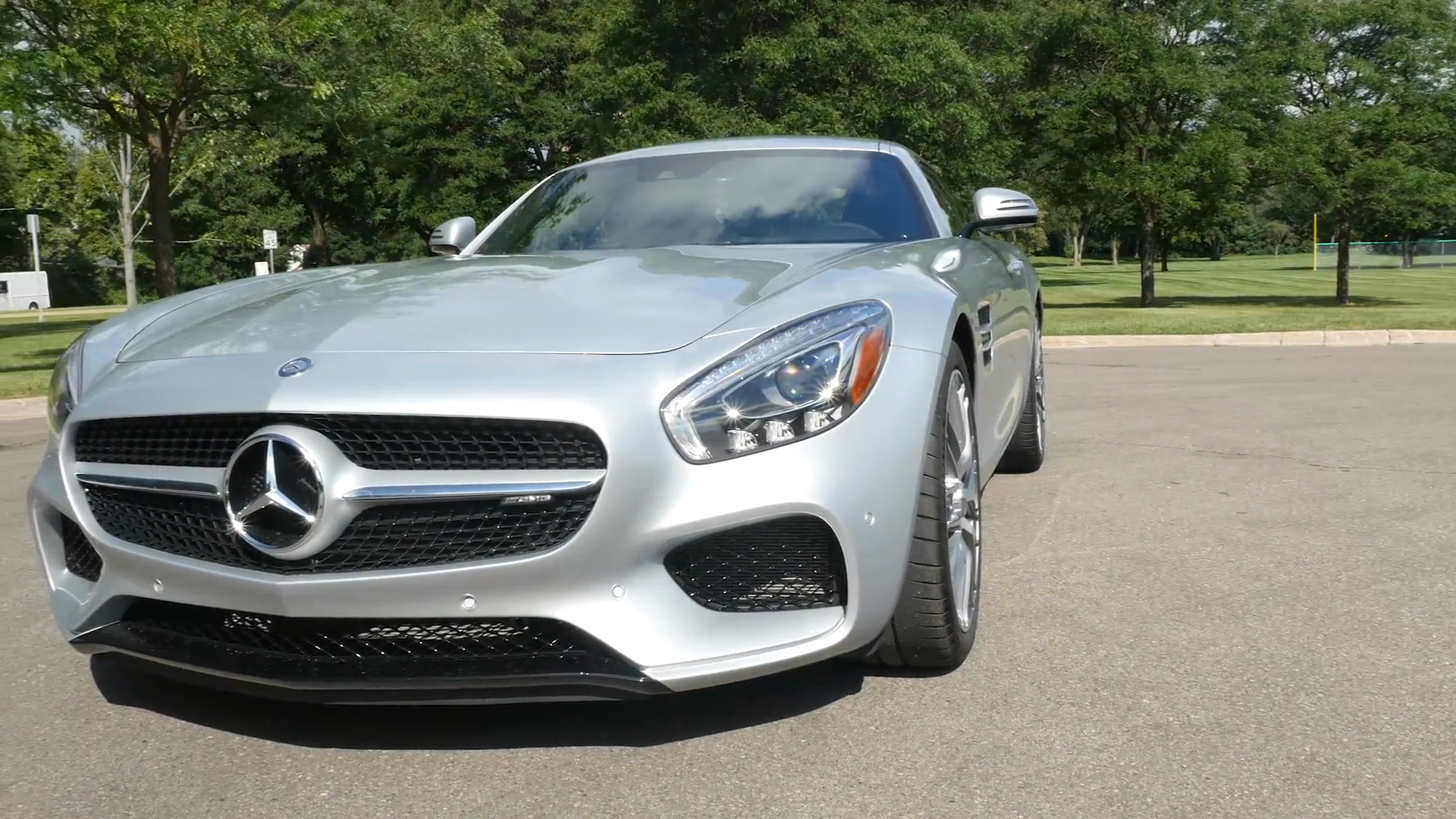 2015 Mercedes-Benz AMG GT | Beauty-Roll