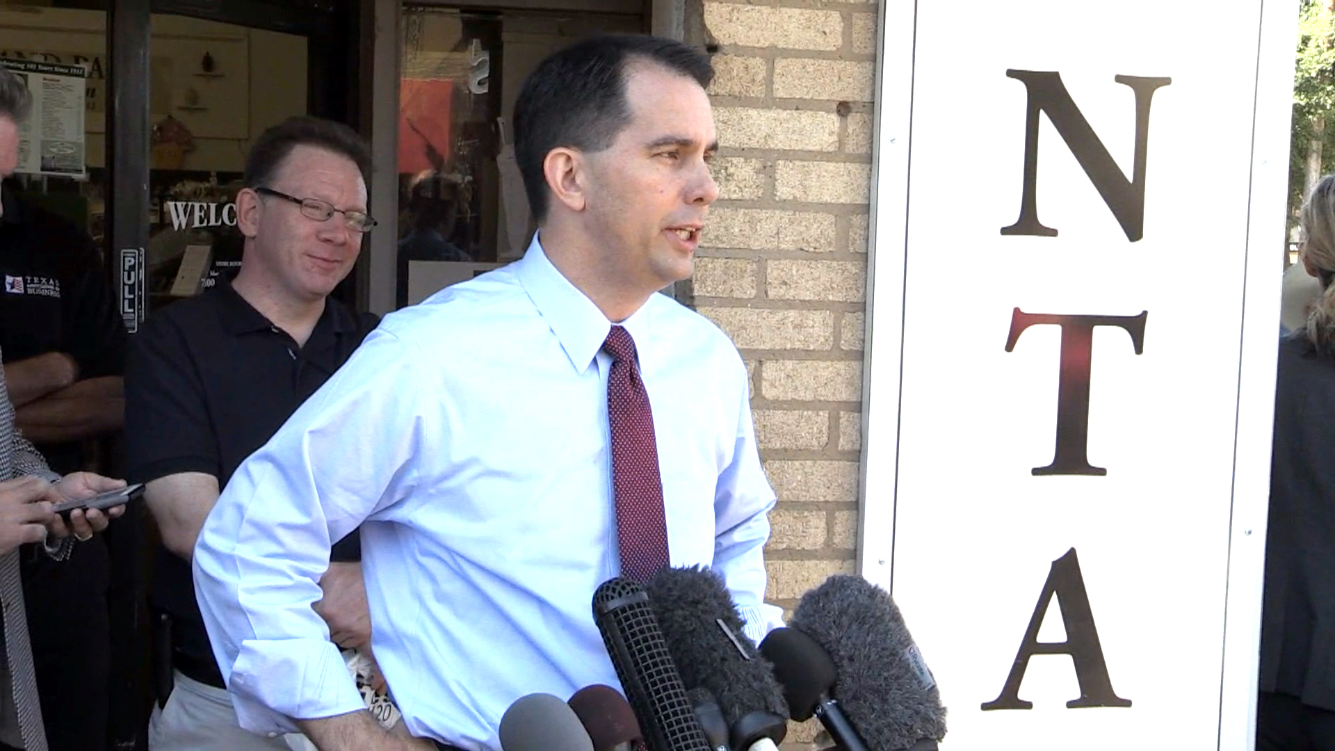 Walker Shrugs Off Trump Talk in Texas