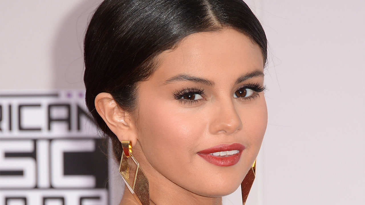 "Selena Gomez Feels ""Uncomfortable"" Talking About Her Lupus Diagnosis"