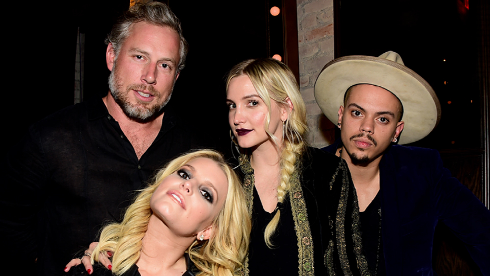 Jessica Simpson Double Dates With Ashlee