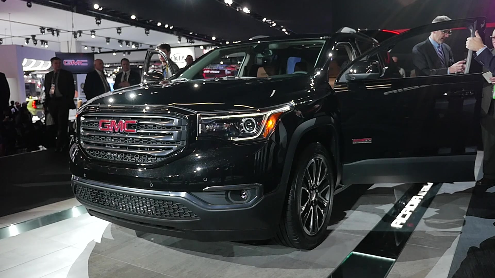 2017 GMC Acadia | 2016 NAIAS | Beauty-Roll