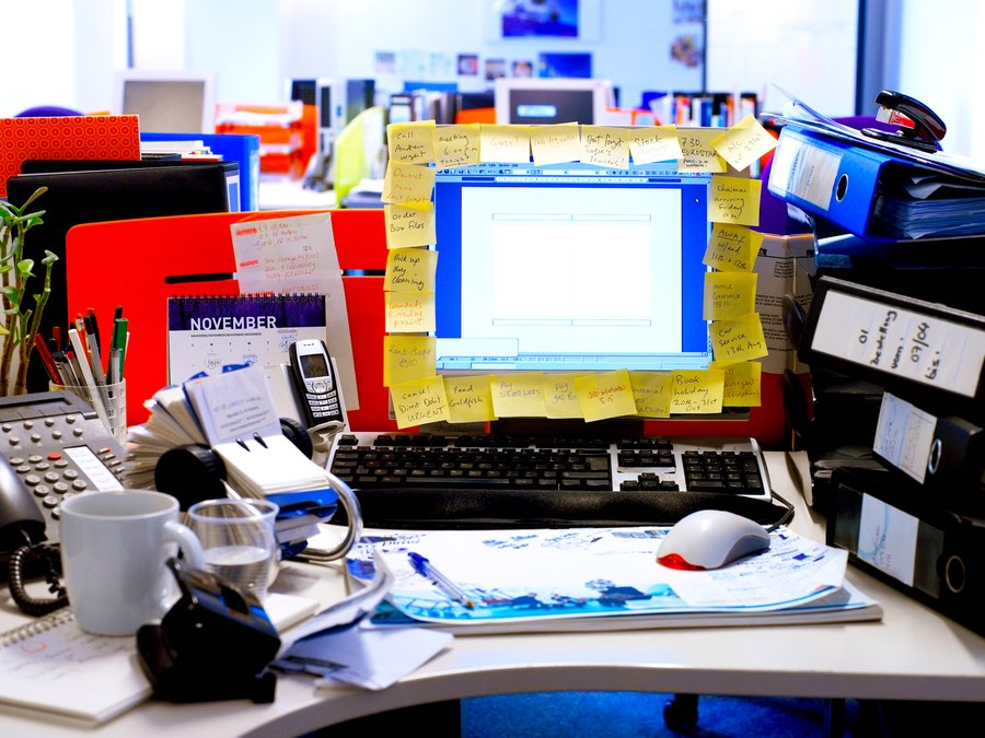 Declutter Your Desk Using These 5 Simple Steps