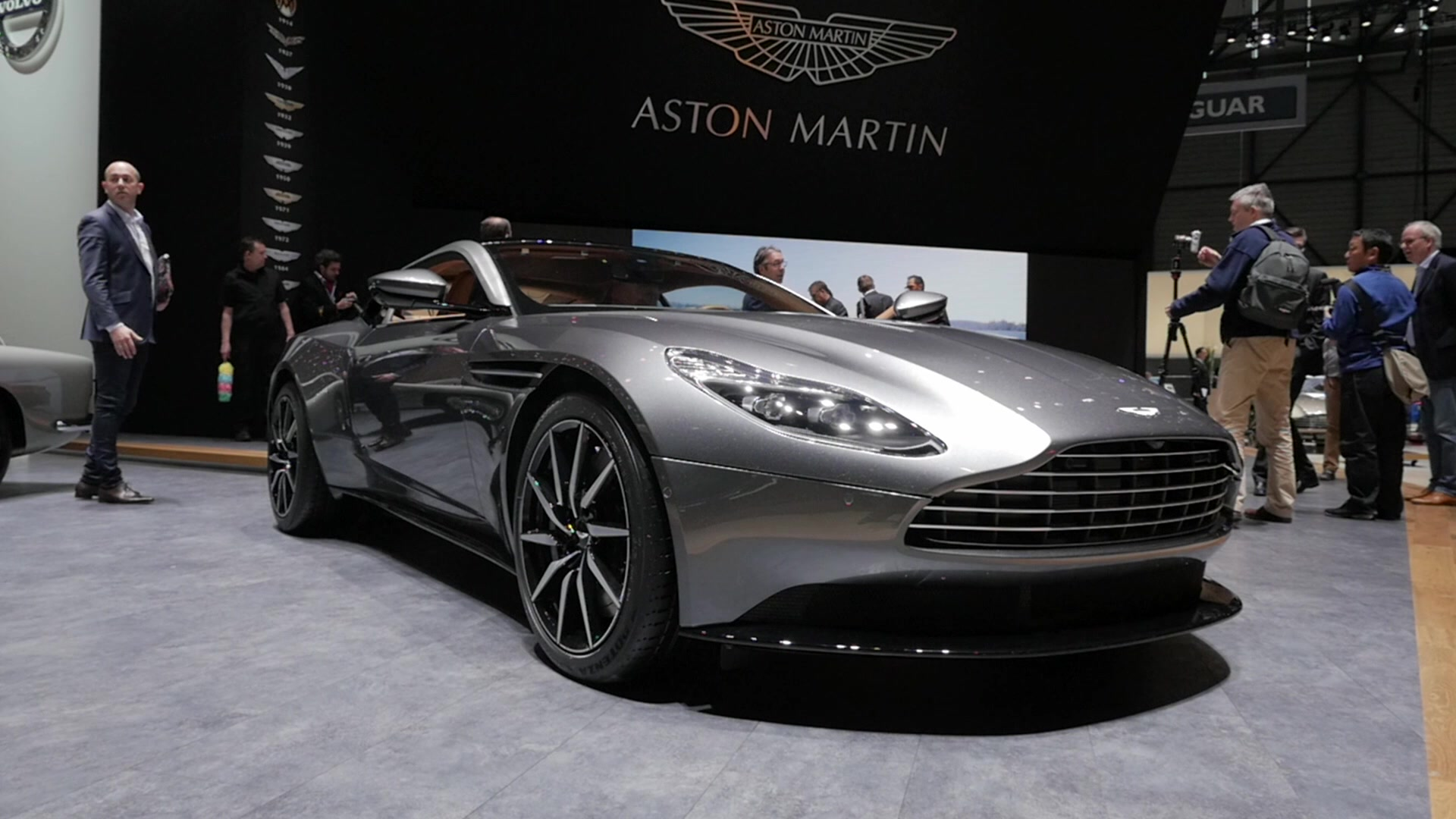 2017 Aston Martin DB11 | 2016 Geneva Motor Show | Beauty-Roll