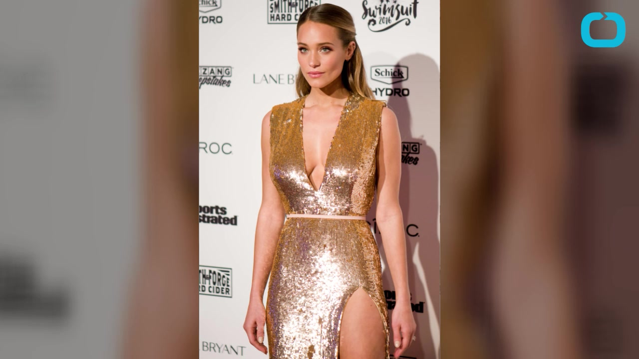 Model Hannah Davis Reveals How Derek Jeter Won Her Over