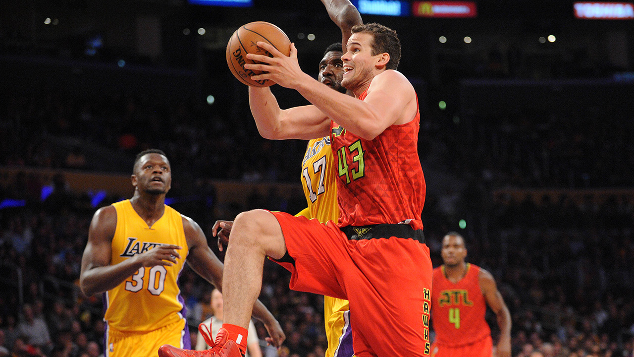 Mike Budenholzer: Newcomer Kris Humphries Brings Physicality to Hawks