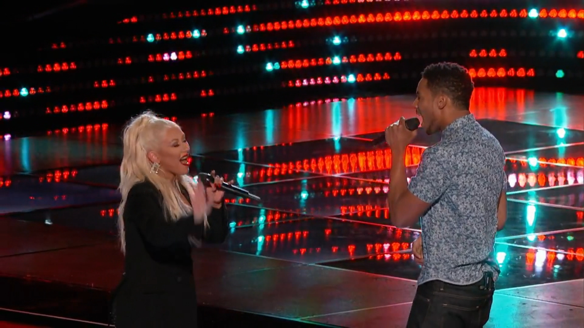 "Christina Aguilera Goes Big in ""Voice"" Duet"