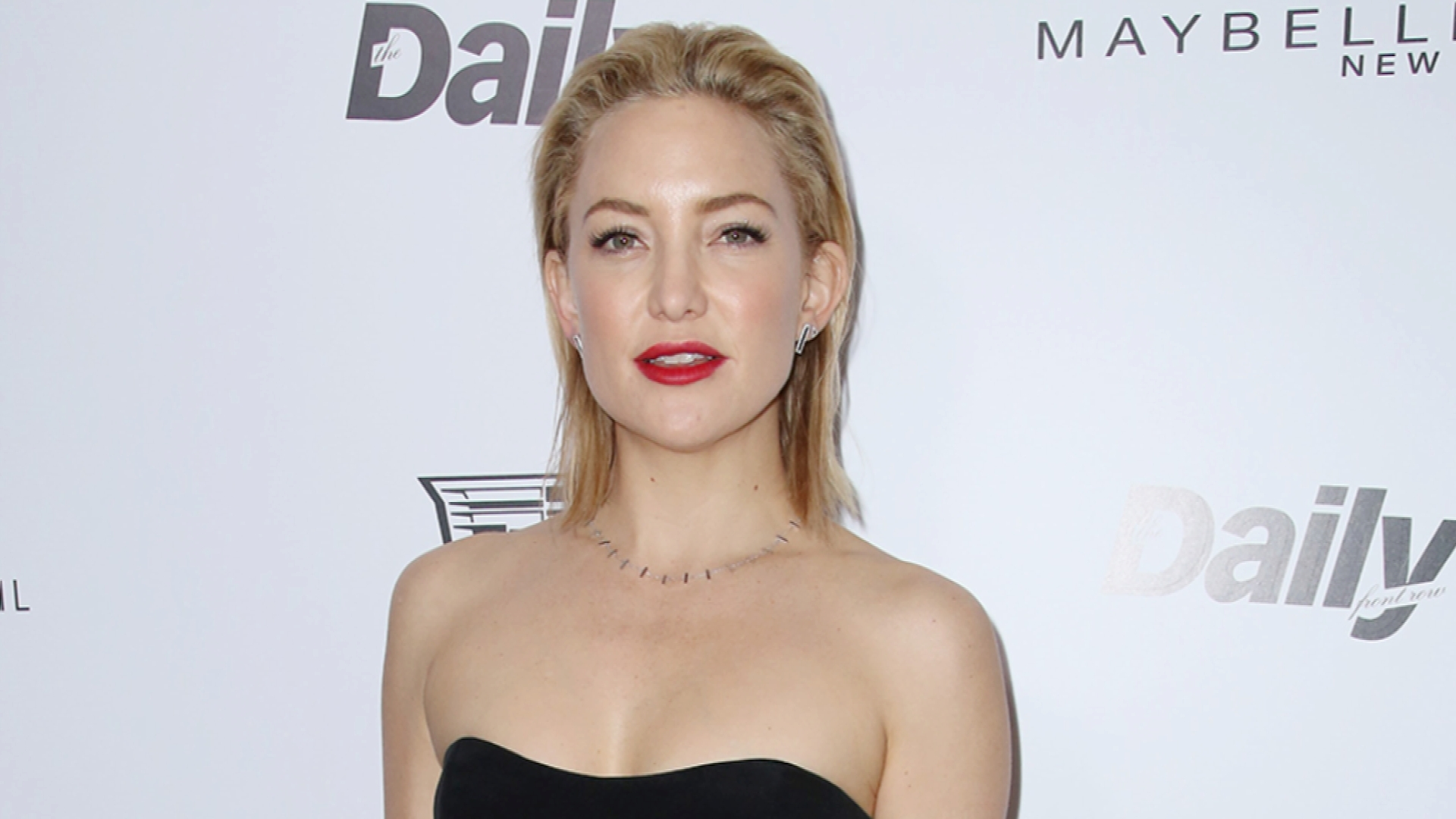 Kate Hudson Flashes Her Ripped Abs