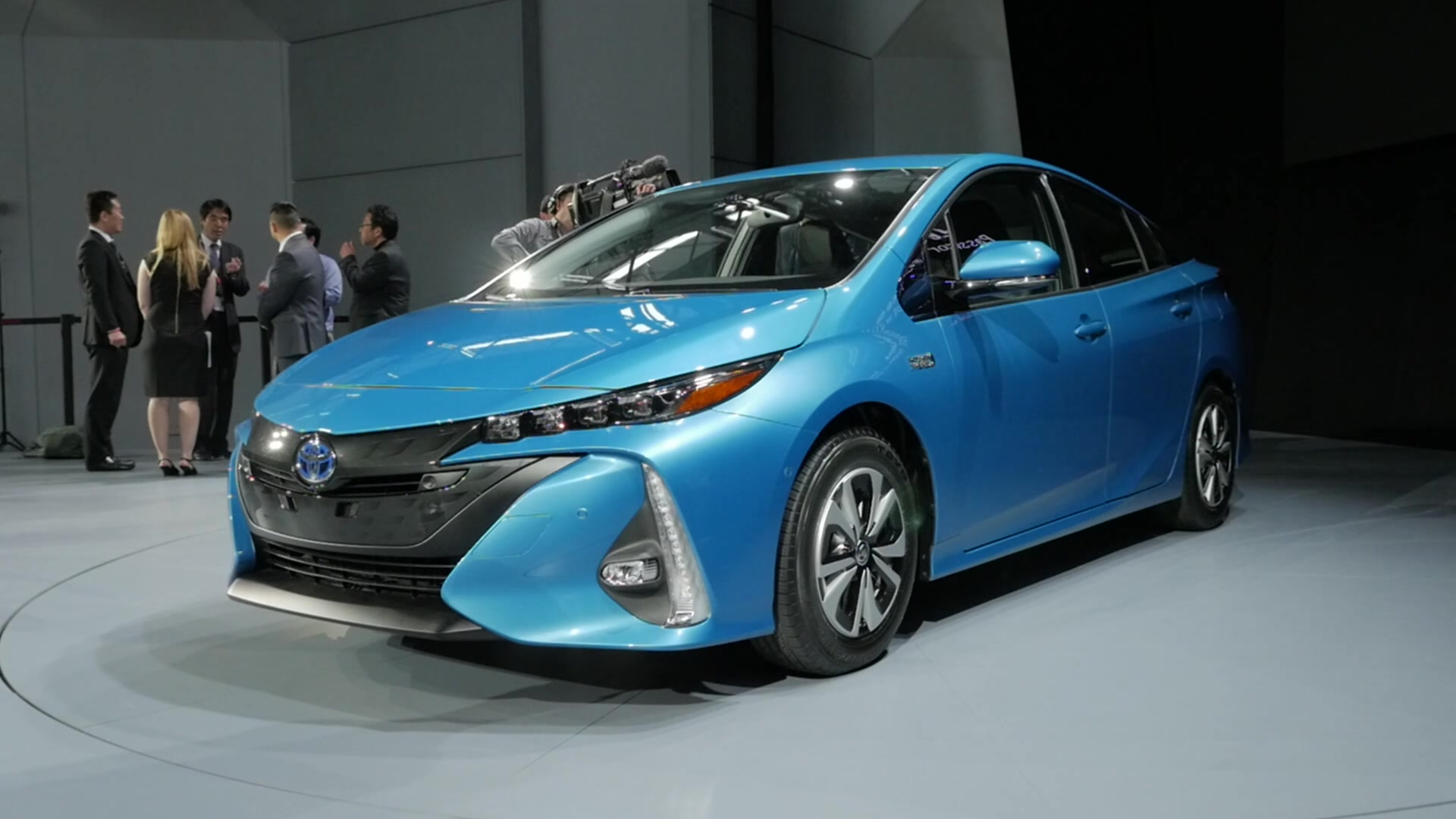 2017 Toyota Prius Prime | 2016 New York Auto Show | Beauty-Roll