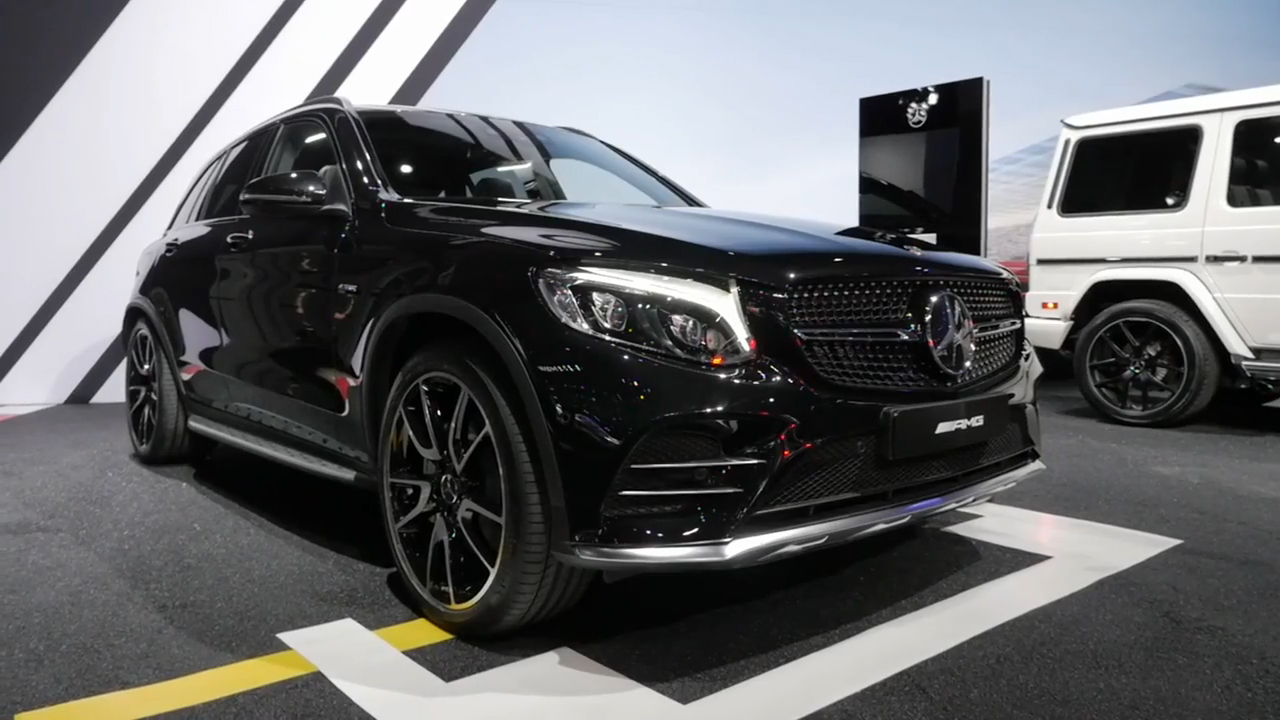 2017 Mercedes-AMG GLC43 | 2016 New York Auto Show | Beauty-Roll