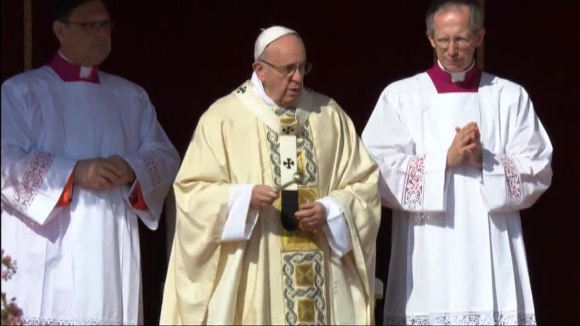 Pope Celebrates Easter Mass with Thousands