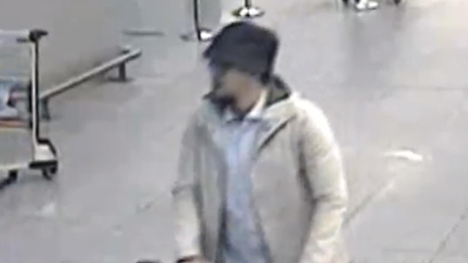 New Video Highlights 'Man in White,' Brussels Attack Suspect Still at Large