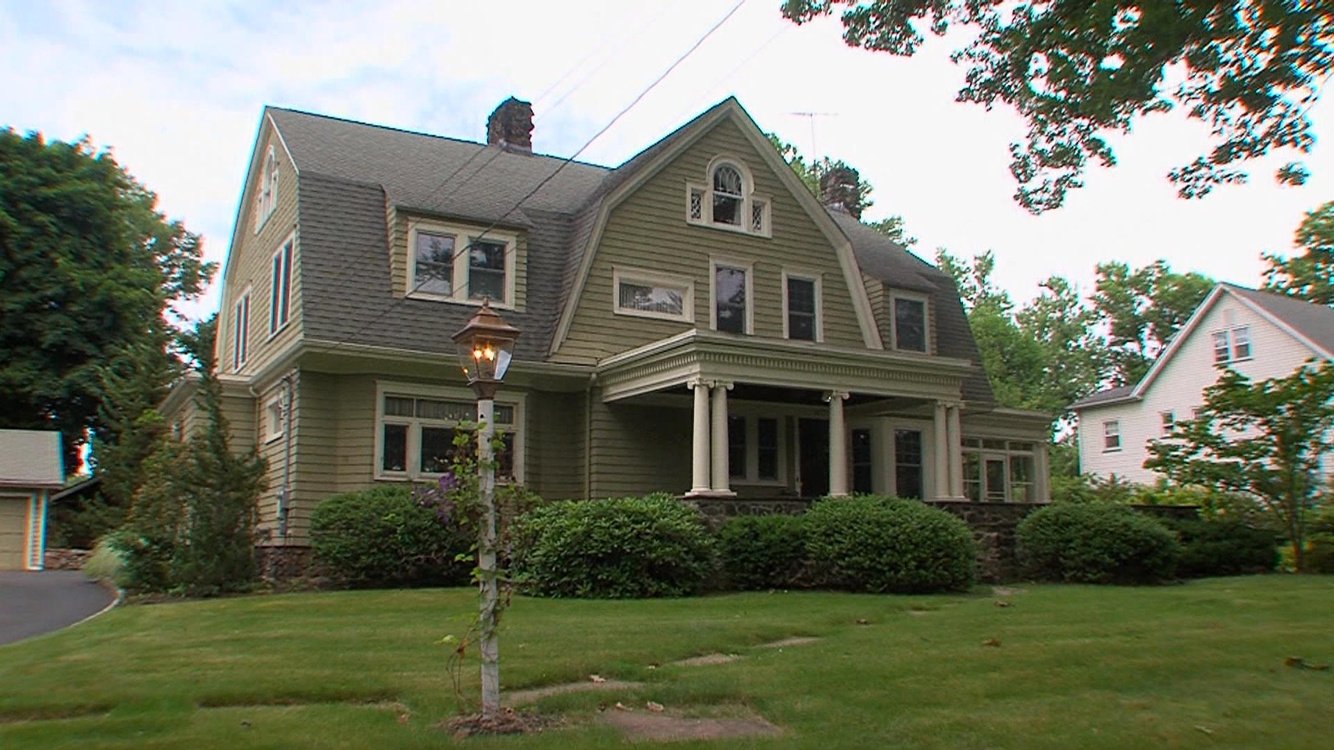 Home Stalked by 'The Watcher' Back on the Market in New Jersey