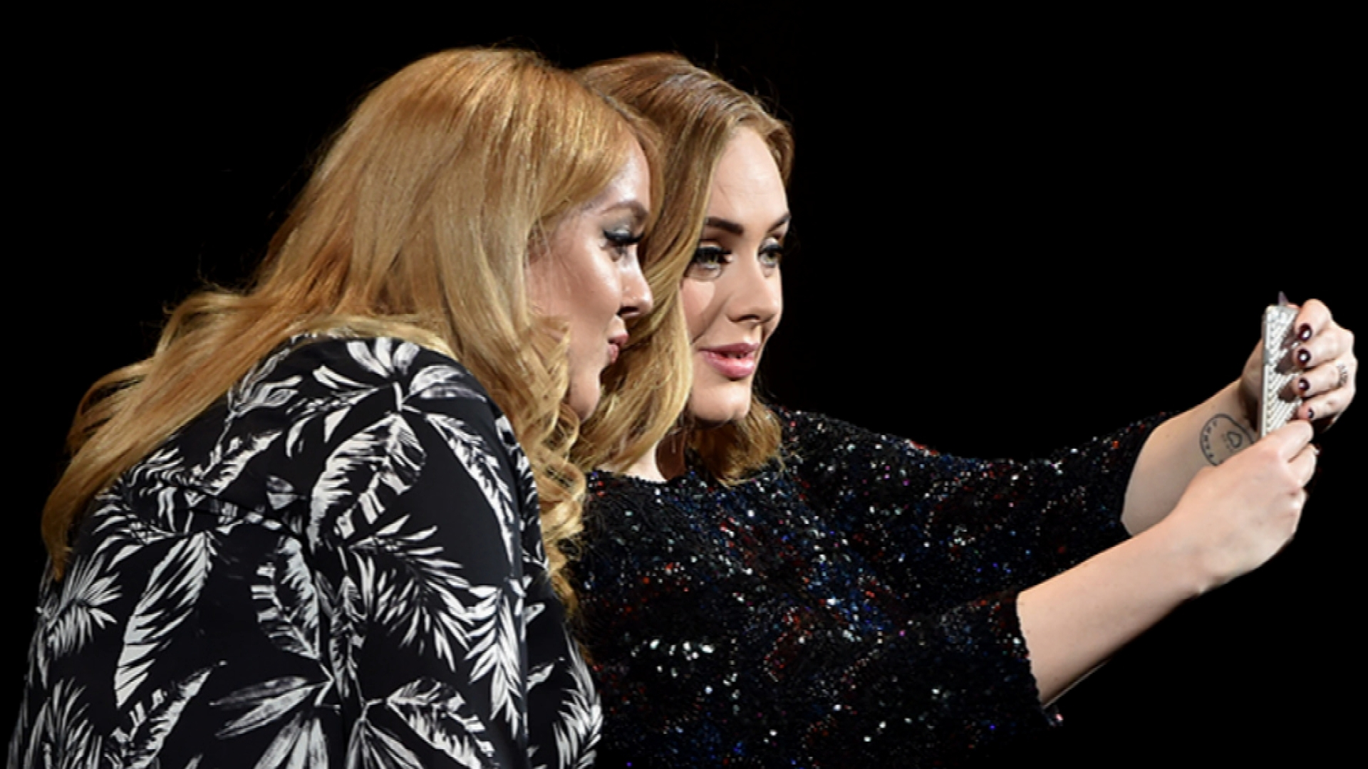 Adele and Lookalike Fan are Totally Twinning