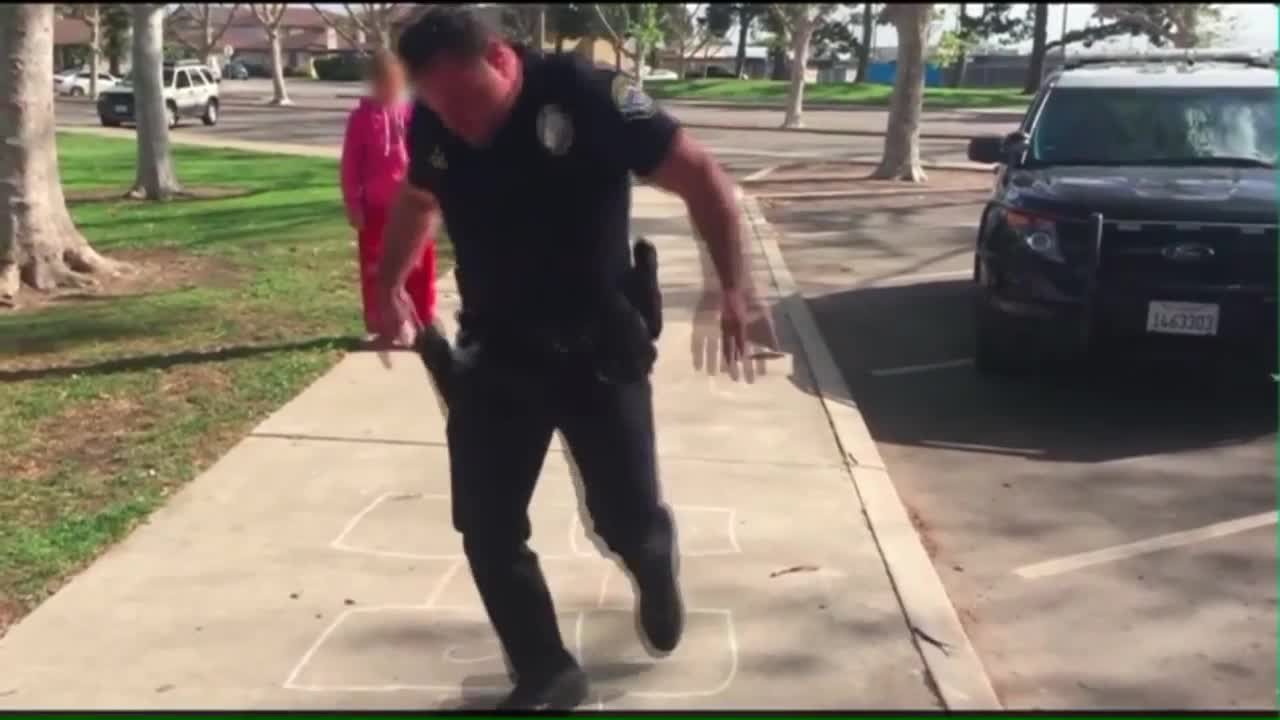 Officer Teaches Young Homeless Girl How to Play Hopscotch
