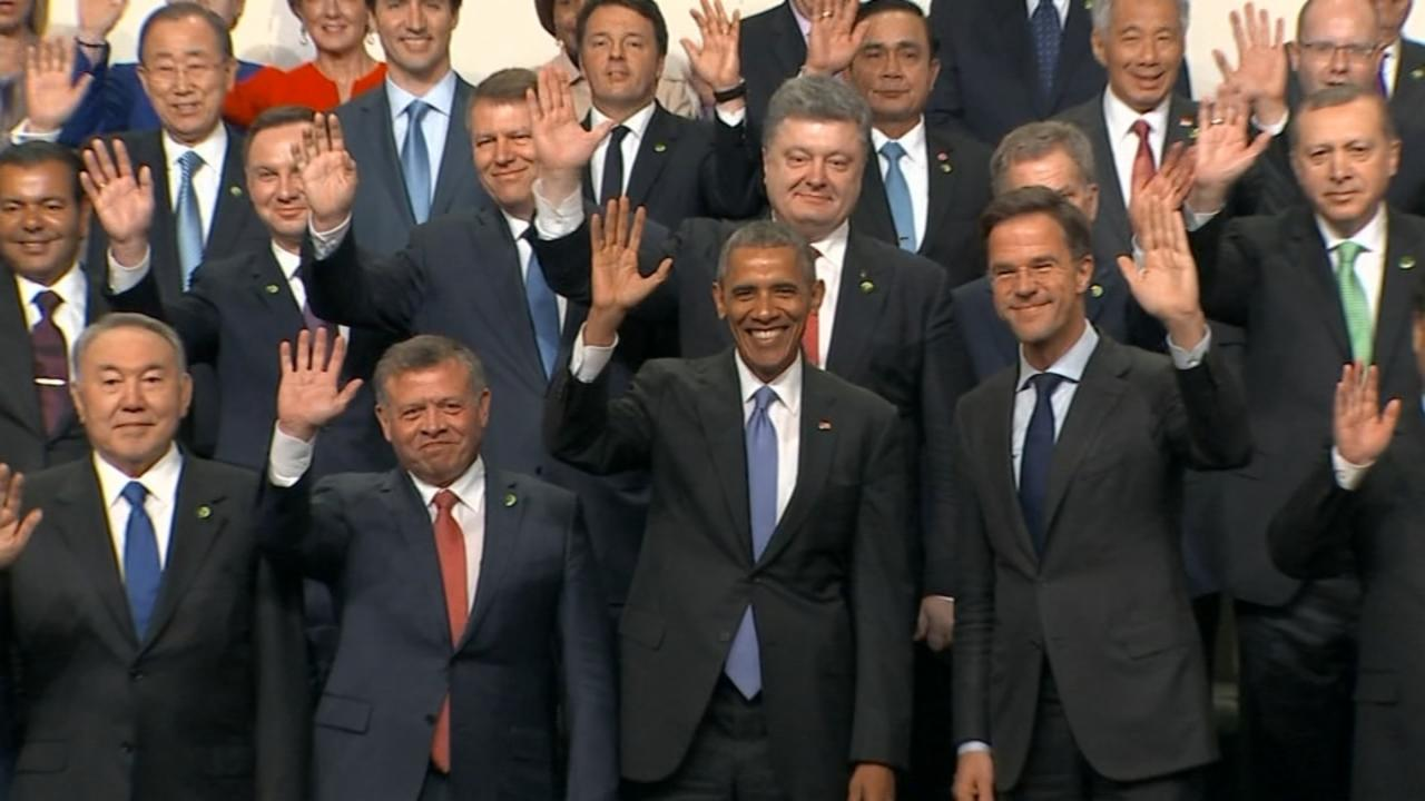 World Leaders Pose for 'Family' Photo at Nuclear Summit