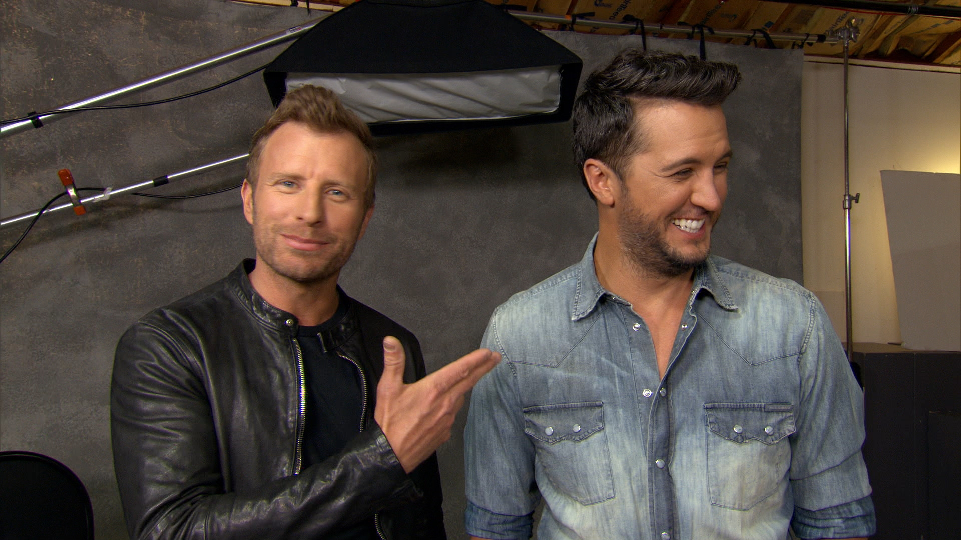 Dierks Bentley Hosting 2016 ACM Awards Naked?
