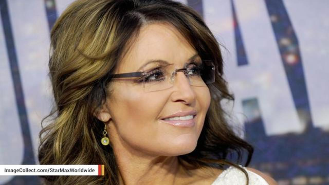 Sarah Palin Poses Next To Dead Boar In Latest Trump Support Message
