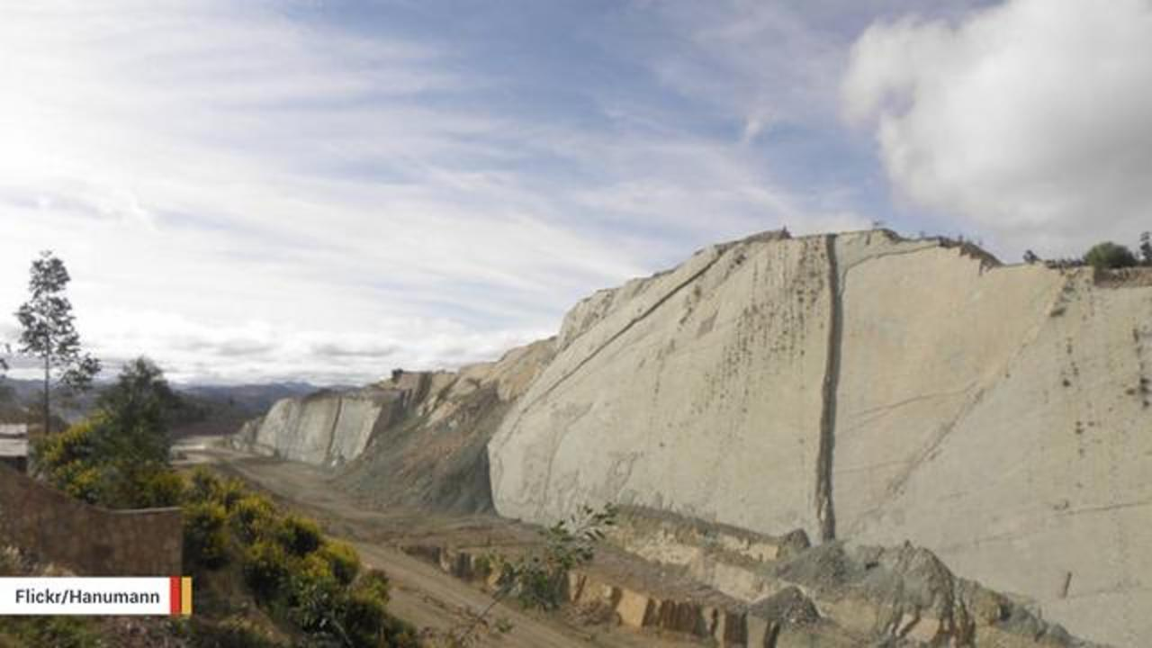 Wall In Bolivia Contains More Than 5,000 Dinosaur Footprints