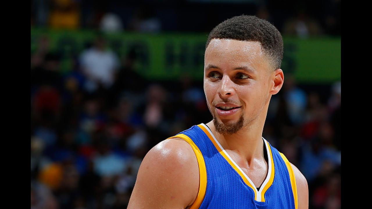 Stephen Curry foiled a teammate's prank by throwing a towel and showing off his ridiculous aim