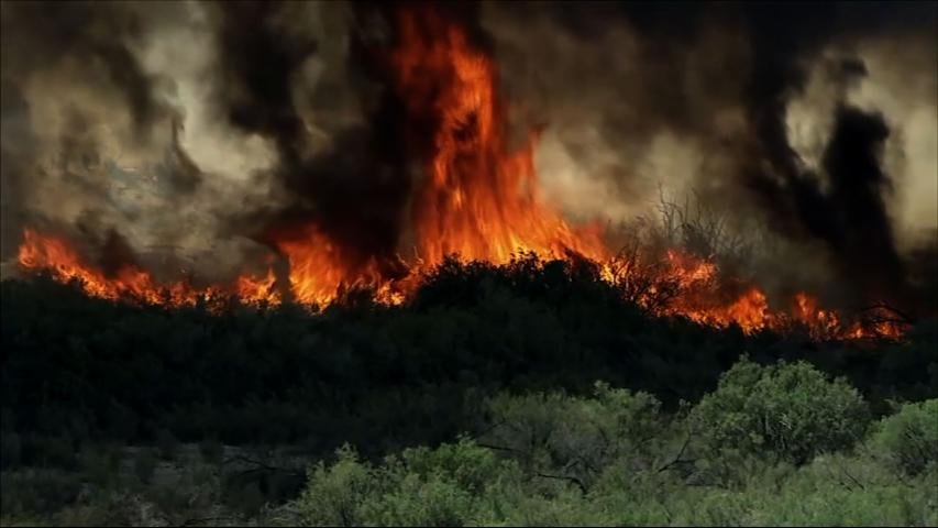 Raw: Big Wildfire Near Arizona-California Border