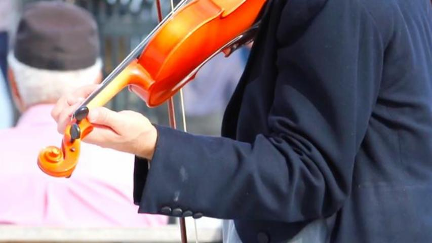 Homeless Man Gets To Play Violin Again After Orchestra Group Replaces Stolen Instrument