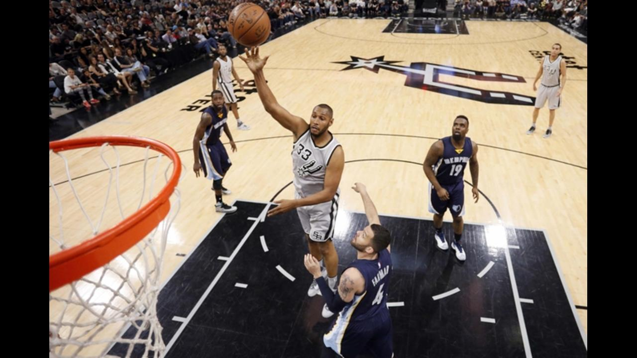 Spurs rout Grizzlies in Game 1