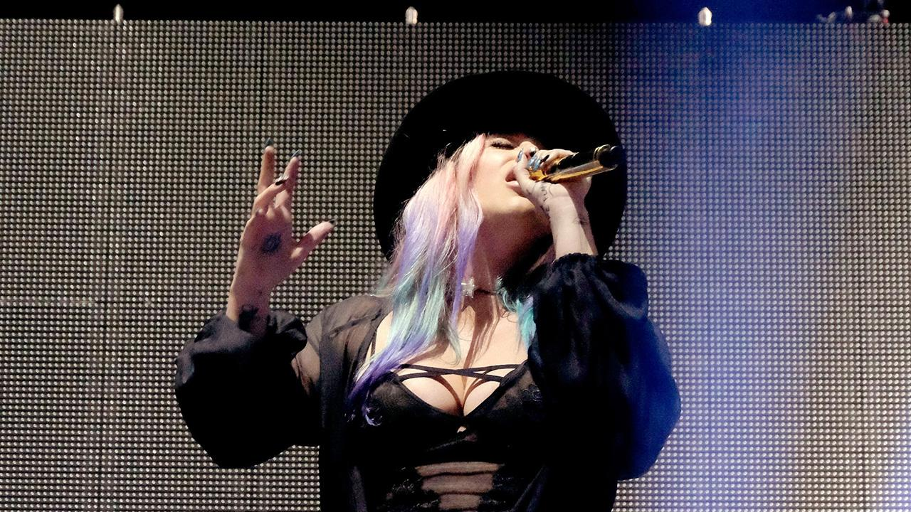 Kesha Joins Zedd Onstage for Surprise Coachella Performance
