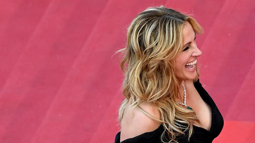 Julia Roberts Hits the Cannes Red Carpet Barefoot