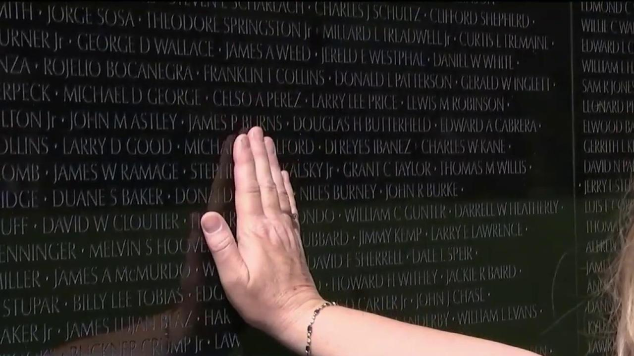 A Rare Look at the Tributes Left Behind at the Vietnam Veterans Memorial