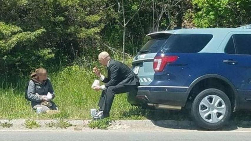 This Photo Of State Trooper Sharing Meal With Panhandler Restores Our Faith In Humanity