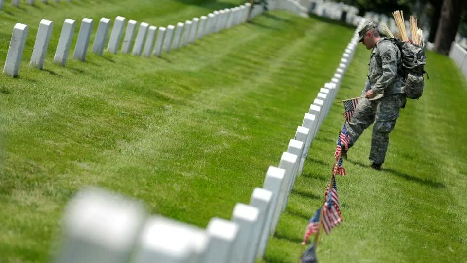 Obama pays tribute to fallen servicemembers