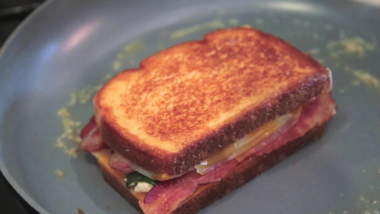 How to Make a Jalapeño Popper Grilled Cheese with Bacon