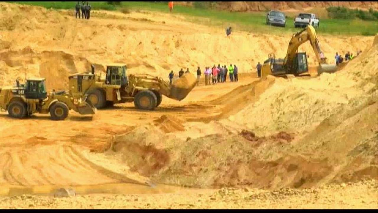 Two Miners Buried by Landslide at Bottom of Gravel Pit