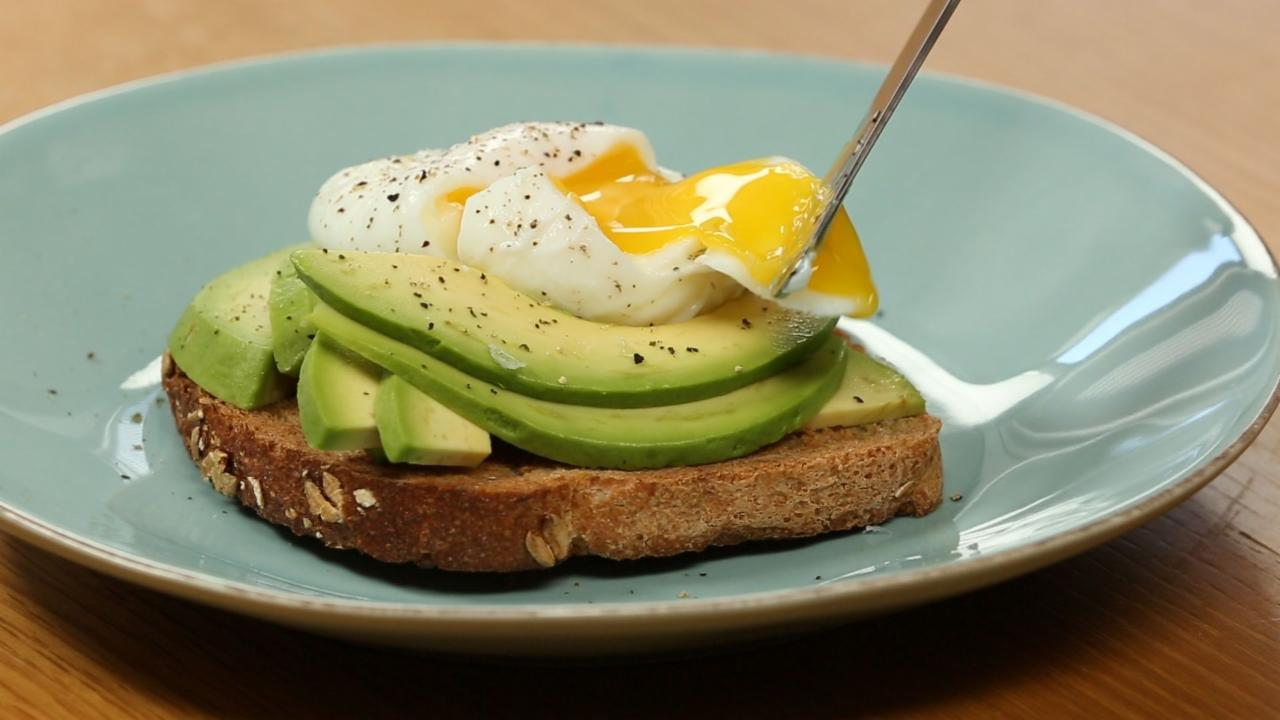 How to Make Healthy Poached Egg and Avocado Toast