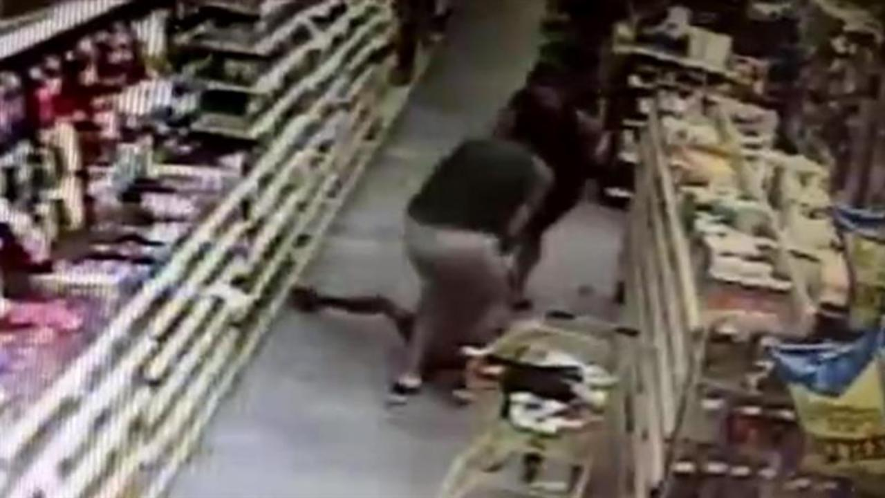 Watch as Man Attempts to Kidnap Child in Store