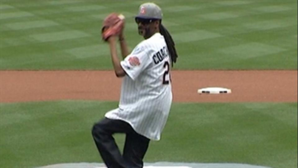 Snoop Dogg's first pitch at Padres game did not got well at all