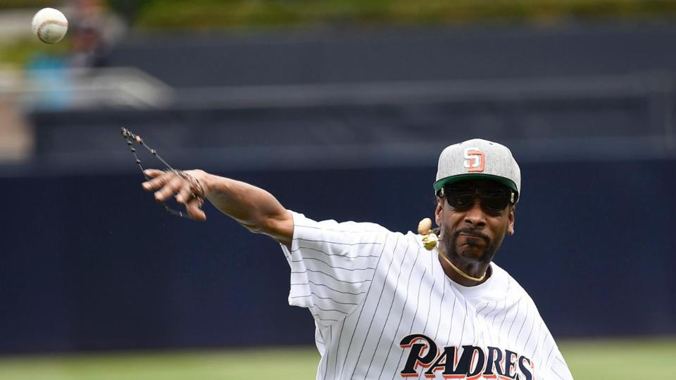 Snoop Dogg throws horrible first pitch at Padres game