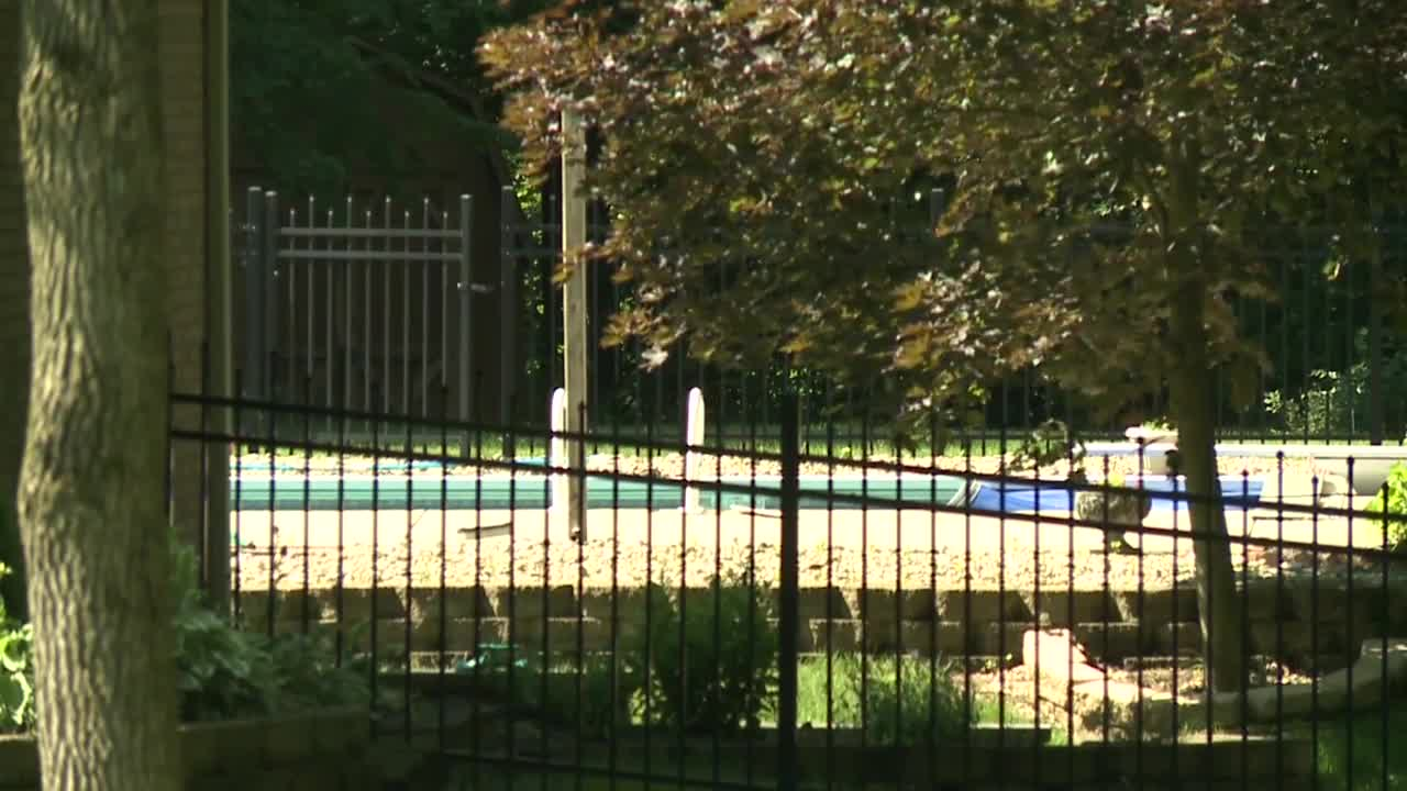 Couple Injured While Mixing Cleaning Solution For Swimming Pool