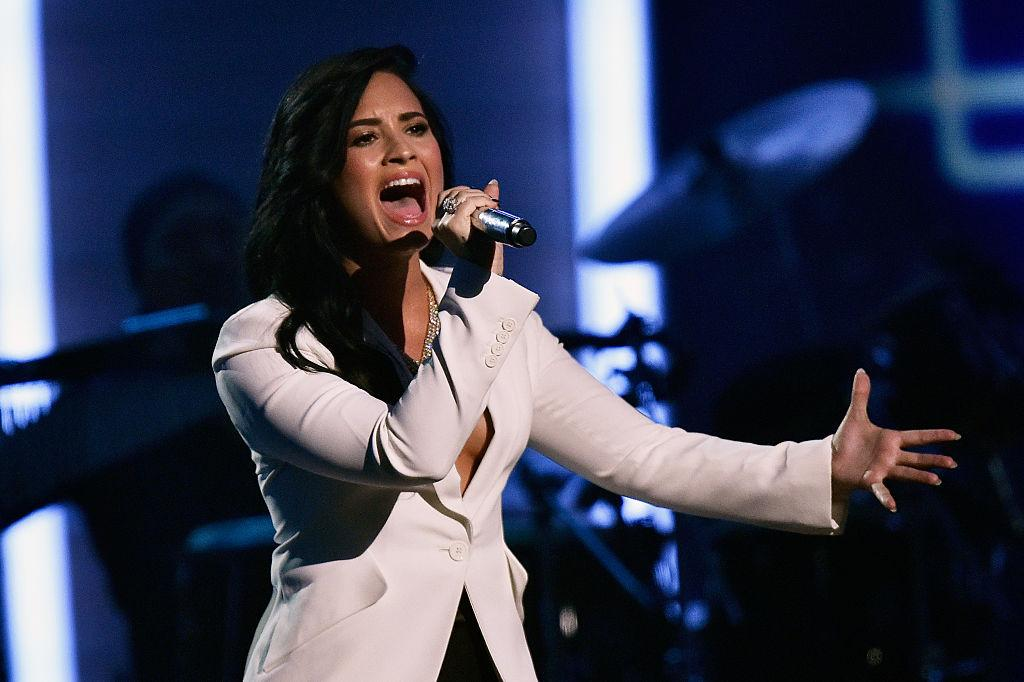 Demi Lovato quits Instagram and Twitter. Find out why!