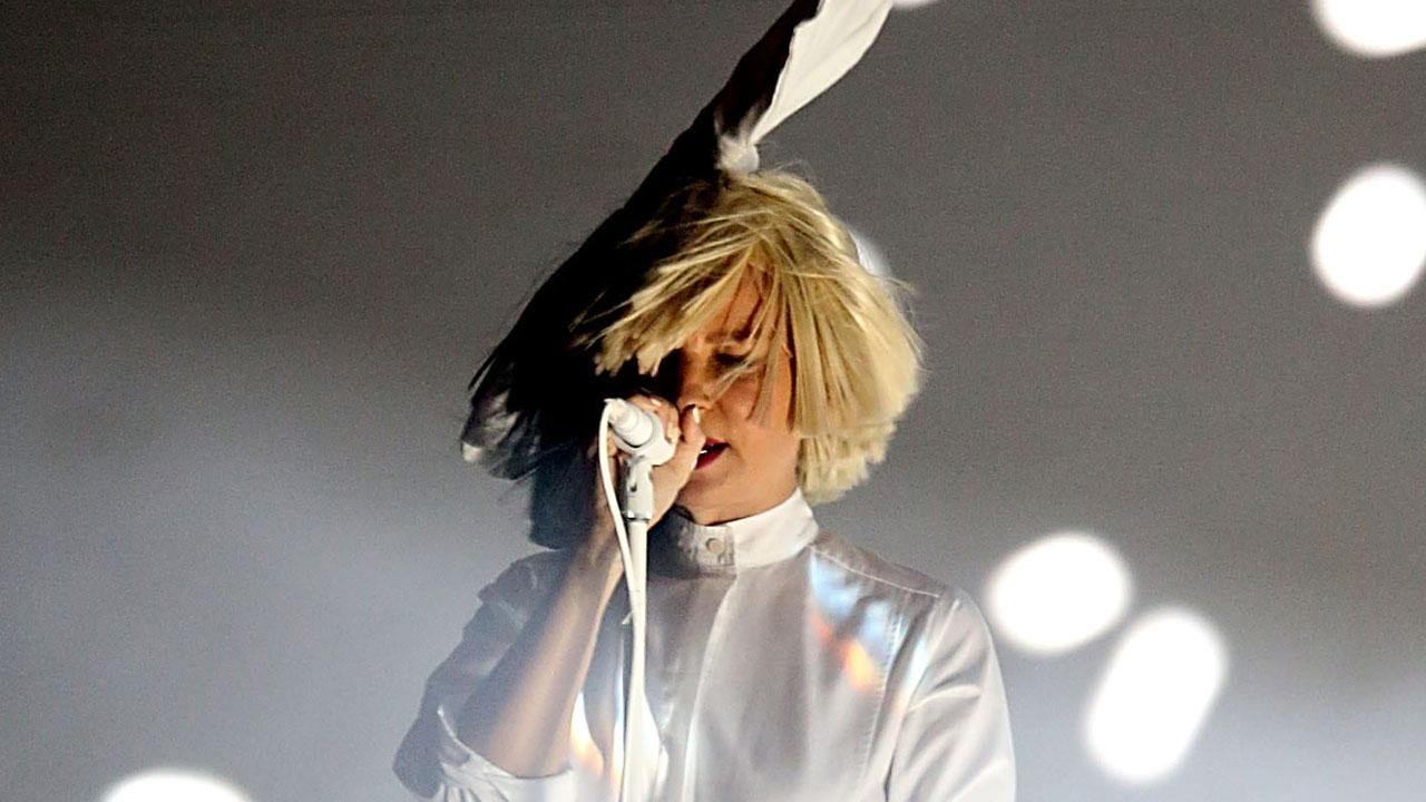 Sia Accidentally EXPOSES Face During Concert