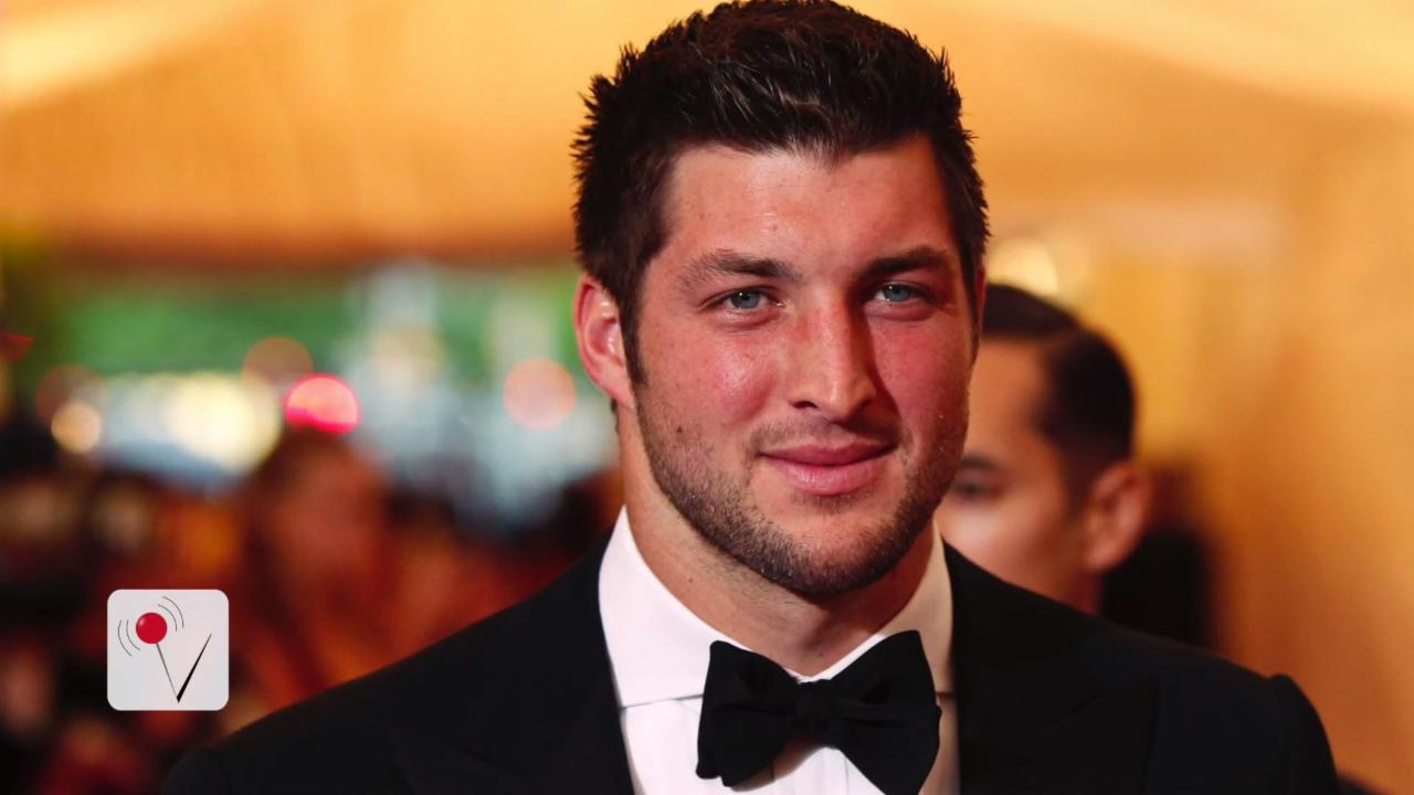 Tim Tebow Helps Delta Passenger During Medical Emergency