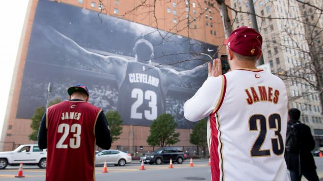 LeBron James' Giant Banner Won't Be Replaced for the RNC After All