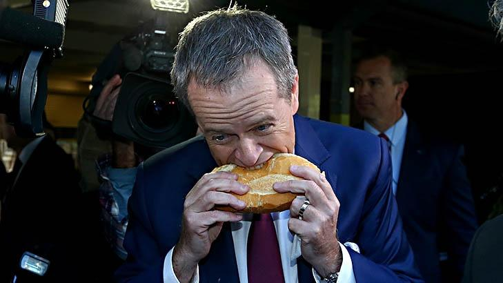 Shorten's awkward sausage sizzle moment