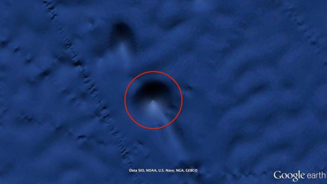 Alien Hunter Claims Google Earth Shows A Giant Pyramid On Ocean Floor